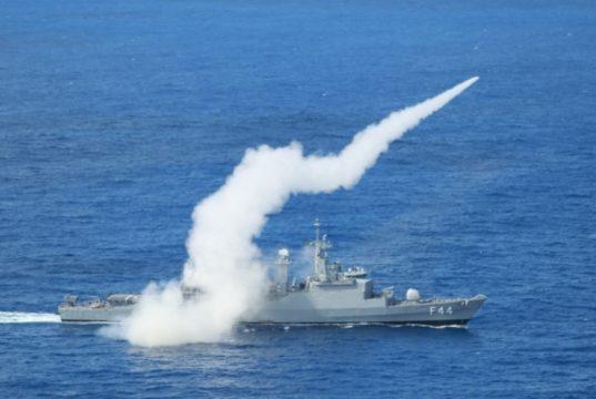 Fragata Independência lançando o MANSUP