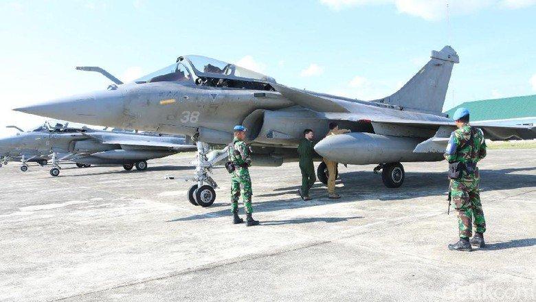 Rafales da Marinha Francesa na Indonésia