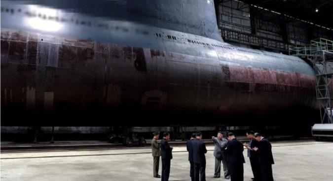 Kim Jong Un visitou o novo submarino na semana passada