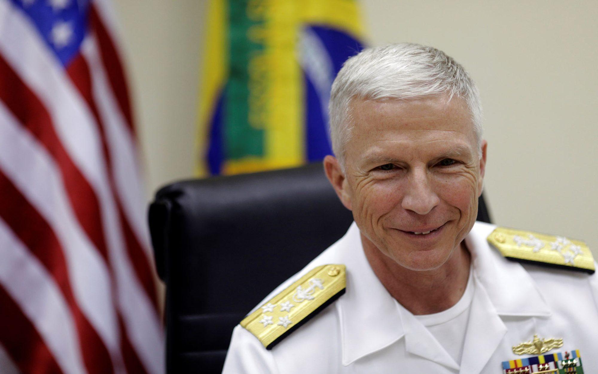 O chefe do Comando Sul dos EUA, almirante Craig Faller, durante coletiva de imprensa no Rio de Janeiro, na segunda-feira (19) — Foto Reuters - Ricardo Moraes