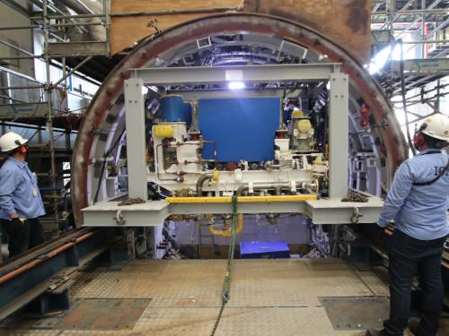 """Cradle instalado no interior da seção S2A do Submarino """"Tonelero"""""""