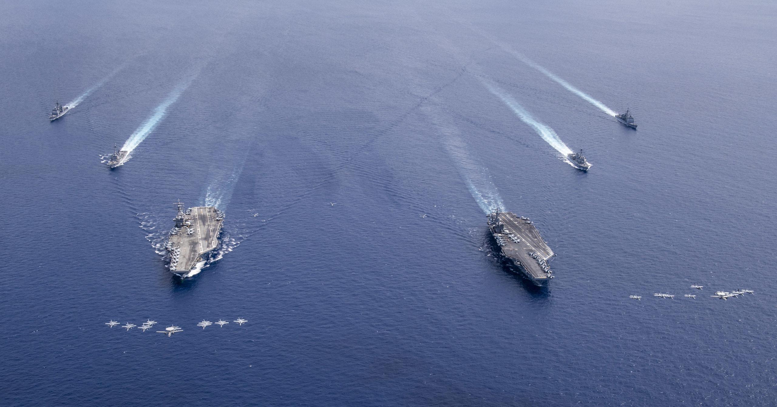 https://www.naval.com.br/blog/wp-content/uploads/2020/07/Os-grupos-de-ataque-dos-porta-avi%C3%B5es-USS-Nimitz-e-USS-Ronald-Reagan-realizaram-opera%C3%A7%C3%B5es-no-Mar-da-China-Meridional-scaled.jpg