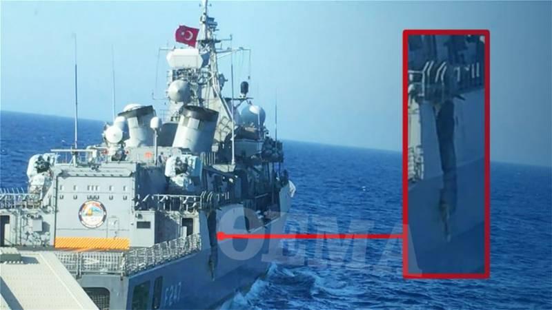 Fragata turca Kemal Reis avariada após colisão com fragata grega