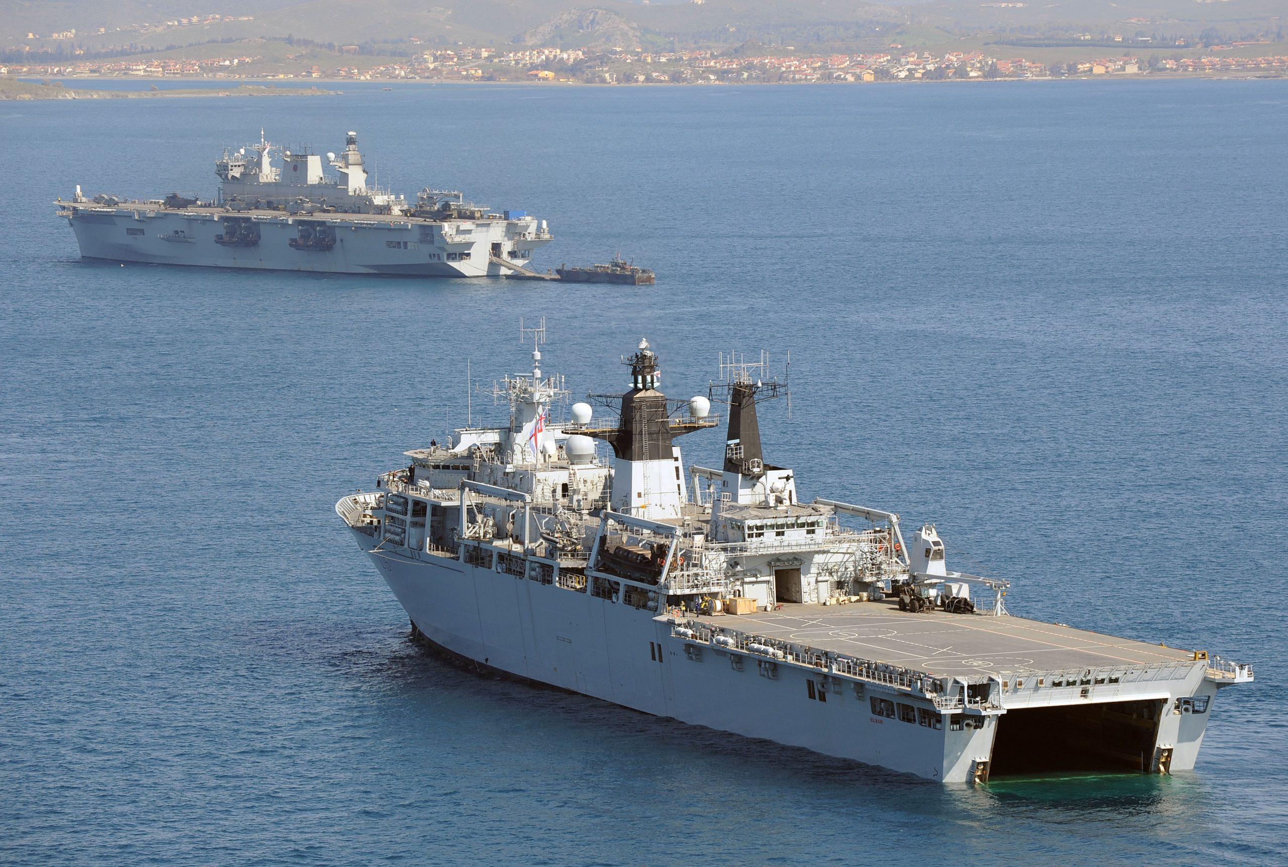 UK-HMS Bulwark HMS Ocean.jpg