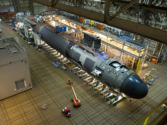 nuclear_attack_submarine_illinois_inside_ebs_assembly_bldg_.jpg