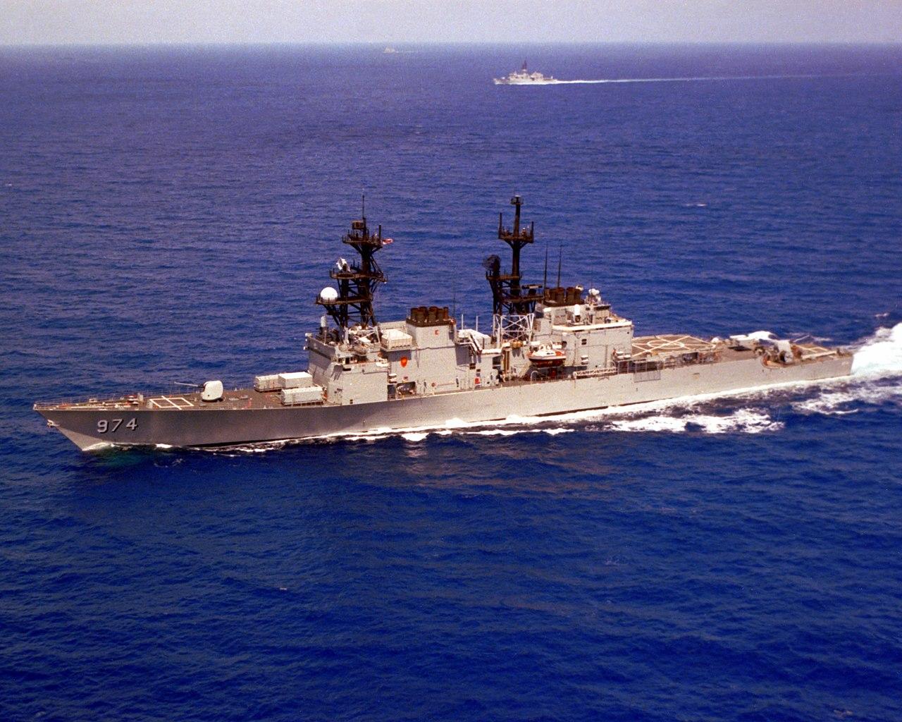 1280px-USS_Comte_de_Grasse_(DD-974)_underway_in_the_Indian_Ocean_on_17_June_1987_(6418448).jpeg